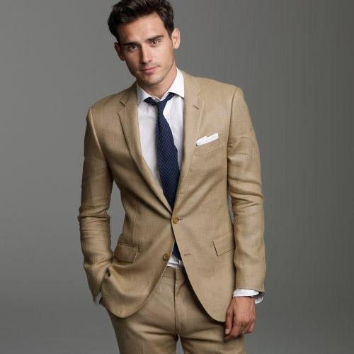 The alternative to the classic: brown suit for men