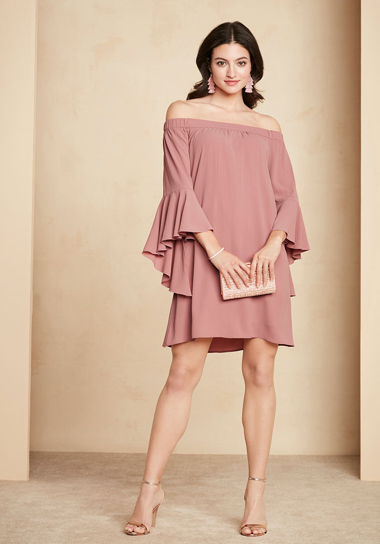 Outfit for wedding guests woman wearing pink dress holding handbag ZAUNIHO
