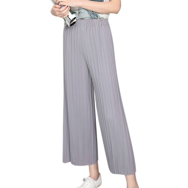 Pleated pants for women: variants and styles