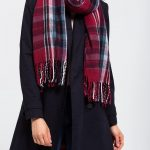 The matching s.Oliver scarf for every season