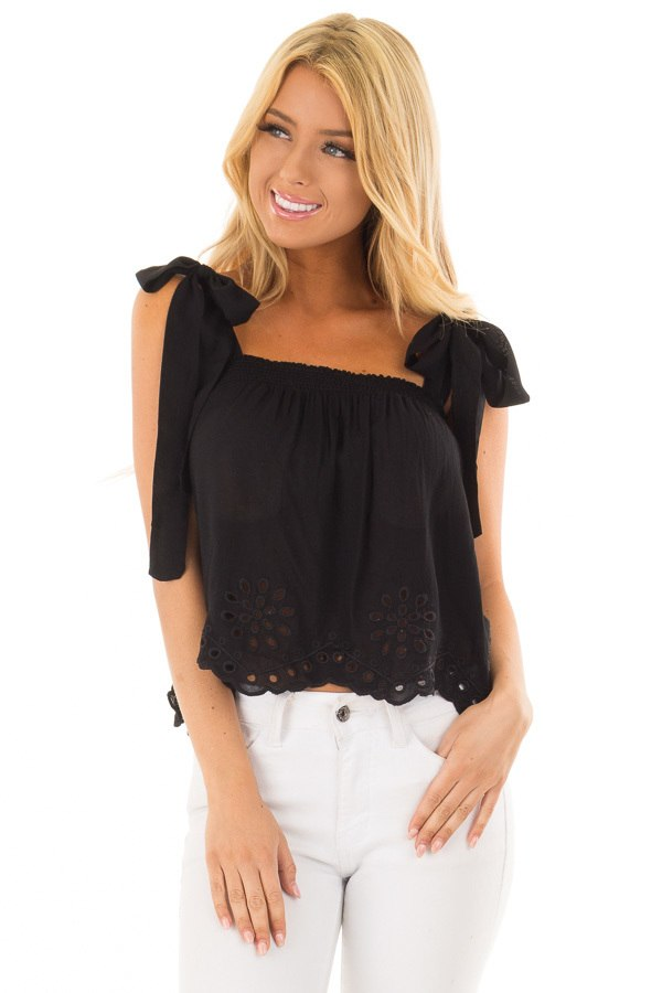 Straps Top black crop top with eyelet lace trim hem and tie straps front close up HAWVDUX