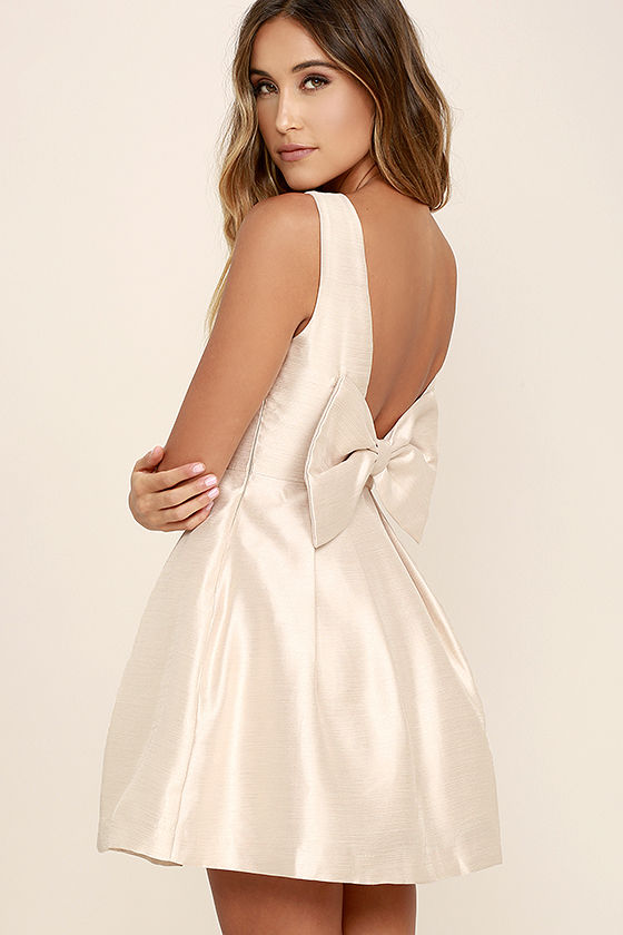 Playful and feminine in a dress with a bow