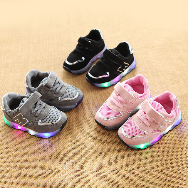 2018 New brand cool European colorful lighting kids shoes high quality  children glowing sneakers cool baby