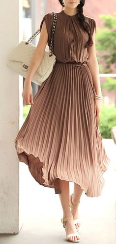 beautiful pleats! I used to have a salmon colored dress like this but the  sleeves