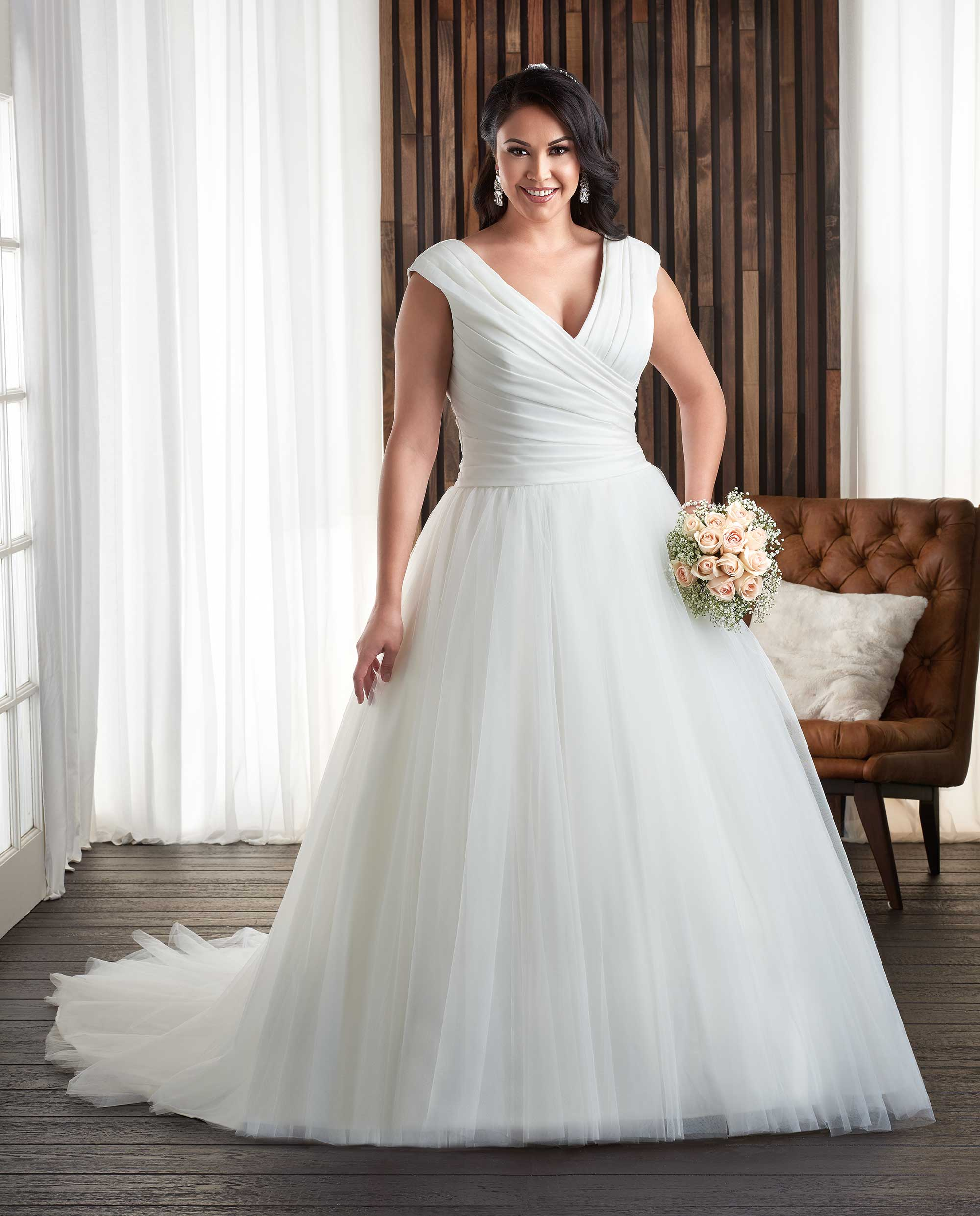 Discover dresses in size 34 in numerous designs