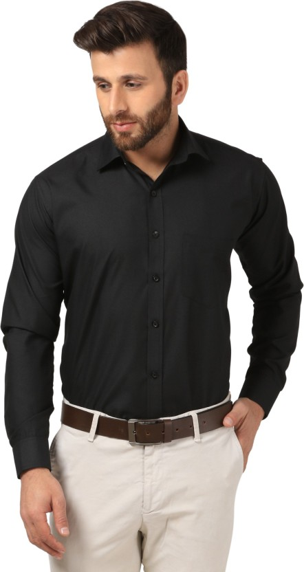 Black shirt – the all-rounder for leisure and work