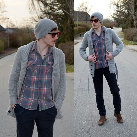 Alecs December - Junk De Luxe Shawl Cardigan, New Yorker Shirt