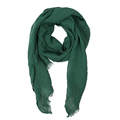 A scarf in green is the perfect accessory for many outfits