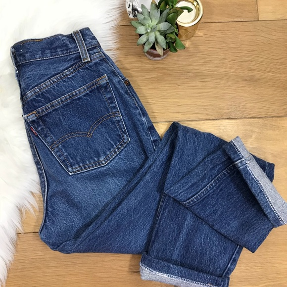 Levi's Jeans | Levis High Rise Button Fly Mom 140 | Poshmark