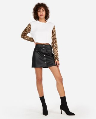 Casual and attractive casual looks with leather skirt